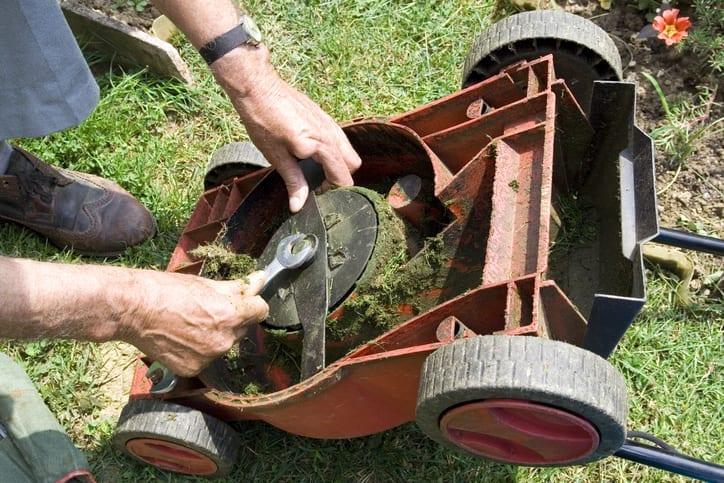 Removing blade on push lawn mower
